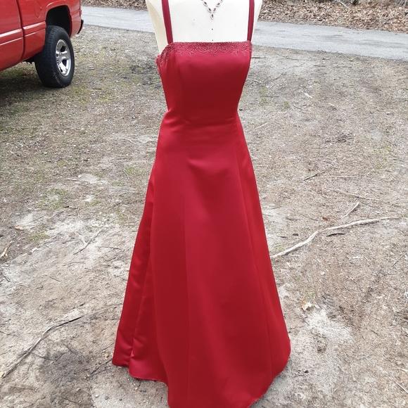 Jordan Dresses & Skirts - Formal Dress Prom / Bride's Maid